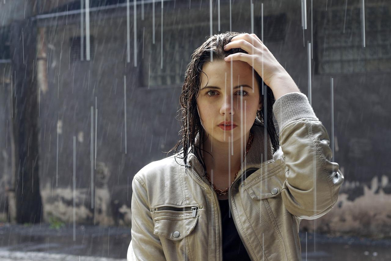 Значение фразеологизма «после дождичка в четверг»